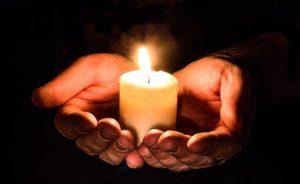 Licht, Feuer, Hände, Reiki, Massage, Wohlbefinden, berühren,Aromamassage, Rituelle Massage,